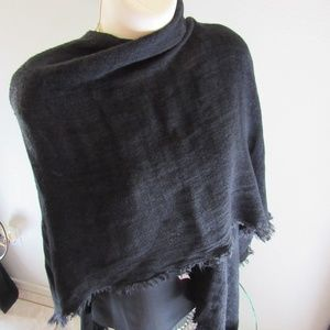 Echo lightweight wrap/open poncho black acrylic